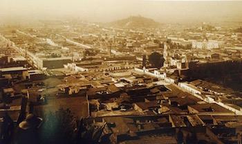 Una panorámica de Toluca, datada en 1920, de Winfield Scott, donde todavía no se observa la construcción de la catedral toluqueño (Foto: tomada del libro Atlas Geográfico del Estado de México).